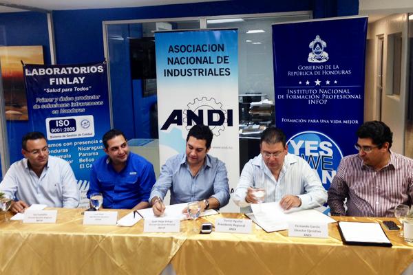 Leo Castellón, Cesar Pinto, Juan Diego Zelaya, Daniel Aguilar y Fernando García Merino. (Miembros de la Mesa Principal).